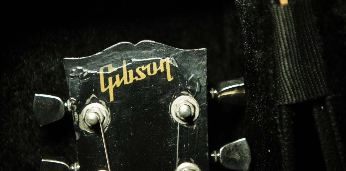 Gibson_SG_HeadstockA81_3457_G2